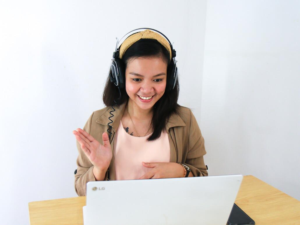 woman using a webinar to nurture leads